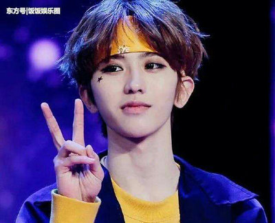 蔡徐坤的眼睛是什么颜色的?蔡徐坤戴的是什么美瞳?