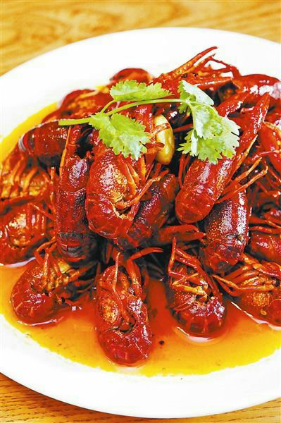小龙虾腮部发黑是怎么回事?小龙虾的头部可以吃吗?