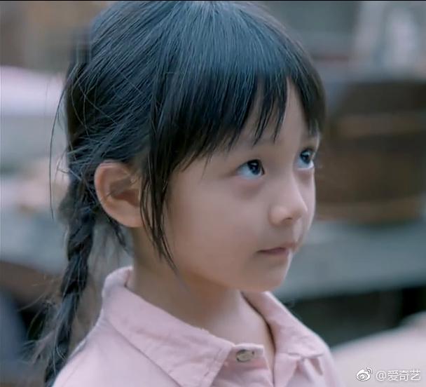 姜生小时候的扮演着是谁?冯雪雅的父母是做什么工作的?