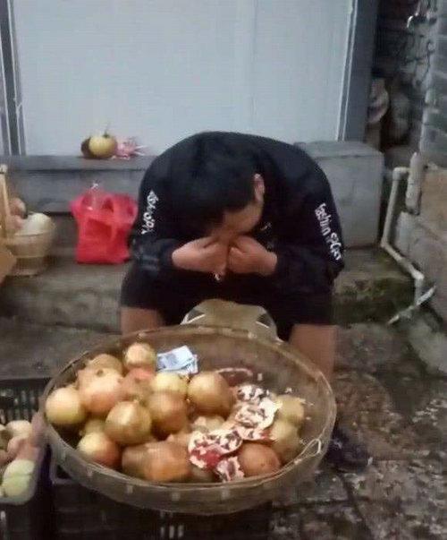 丽江石榴哥抖音号多少?抖音石榴哥有自闭症吗?