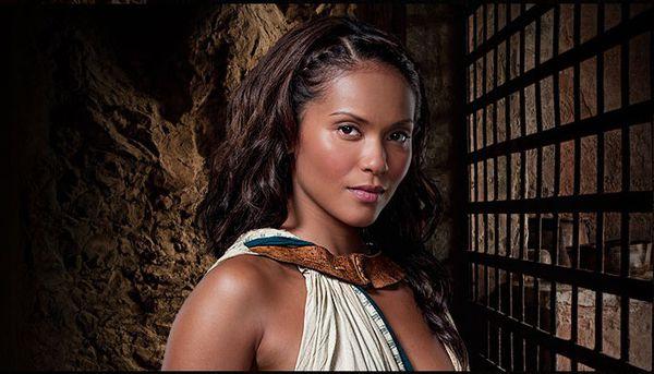 斯巴达克斯妮维雅为什么换演员 妮维雅的扮演者是谁