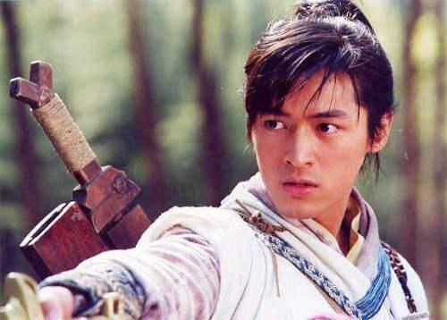 李逍遥为什么背两把剑 为什么李逍遥只用一把剑