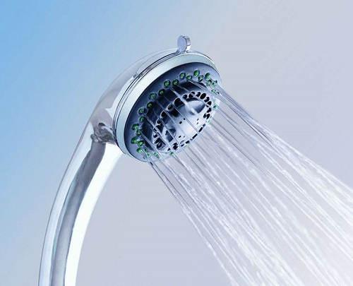 花洒自己出水是怎么回事 花洒自己滴水的原因