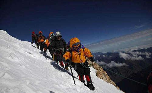 爬珠峰为什么要那么多钱 珠峰门票贵的原因