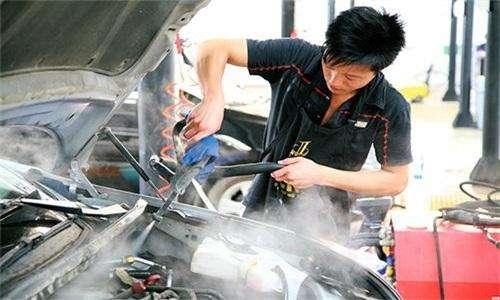汽车发动机可以用水枪直接冲洗吗 会不会洗坏了