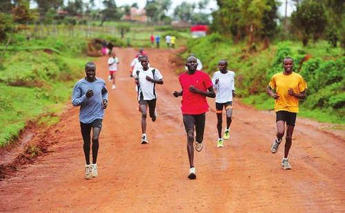 马拉松都是黑人拿名次吗 黑人在跑步方面的优势