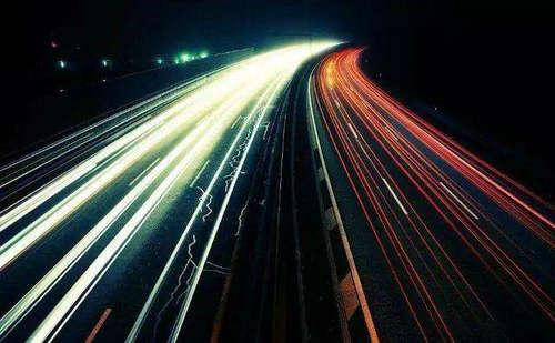 光速和质量之间的关系 为什么说有质量就到不了光速