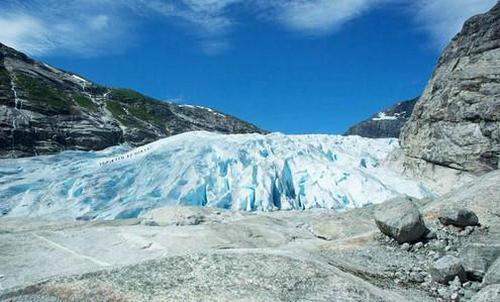万年冰川为什么是蓝色 万年冰川的冰有什么用