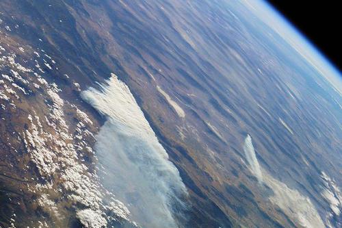 地球上的大气层是怎么来的 其他星球有大气层吗