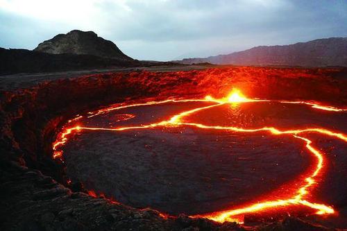 火山内温度有多高 火山内有生物吗