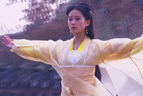 倚天屠龙记黄衫女子是谁 是不是杨过的女儿