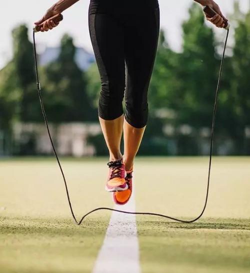 跑步和跳绳哪个消耗热量更高 跑步跳绳如何选择