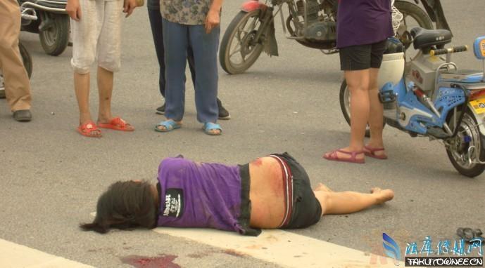 女子被撞逃逸路人围观,社会冷漠现象如何才能化解?
