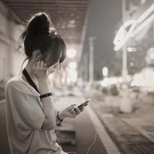 少女路边玩手机遭强奸,揭秘强奸犯的变态心理!