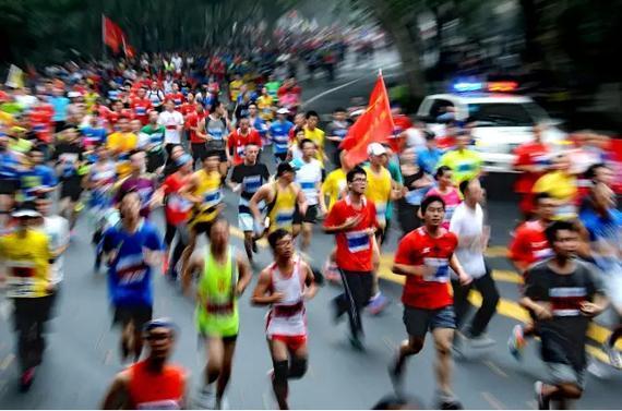 世界女子裸体马拉松,经常跑马拉松对身体好吗?