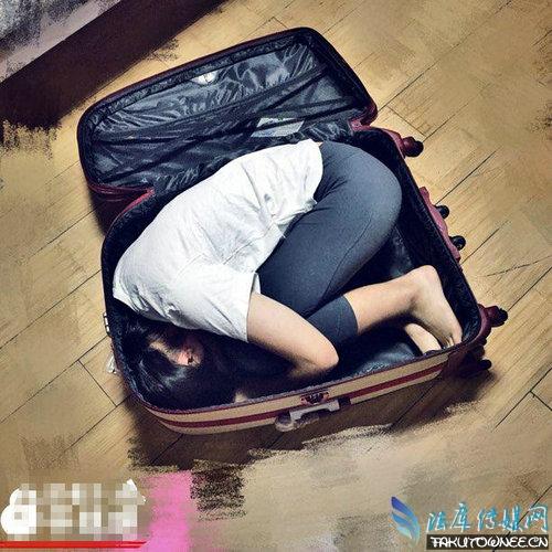 拖着行李箱的女生背影,女生拉着行李箱图片