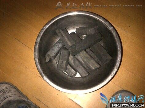 深圳一女子烧炭自杀,烧炭自杀为什么要接一盆水?
