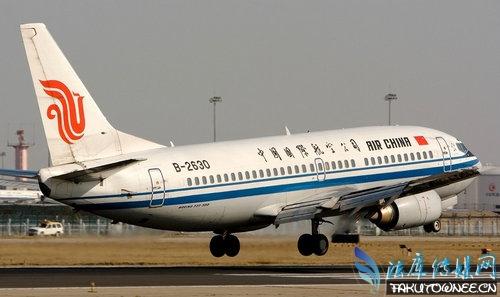 坐飞机有年龄的限制吗?