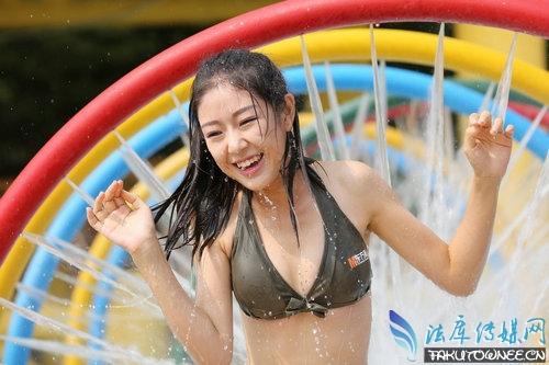 高中女生穿比基尼戏水,穿比基尼需不需要脱毛?
